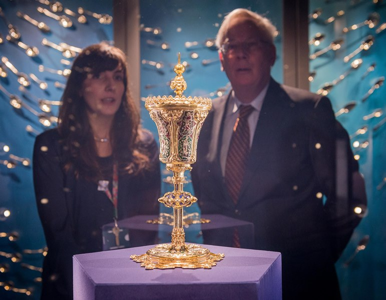 Duke of Gloucester and Dayna Woolbright look at King John Cup