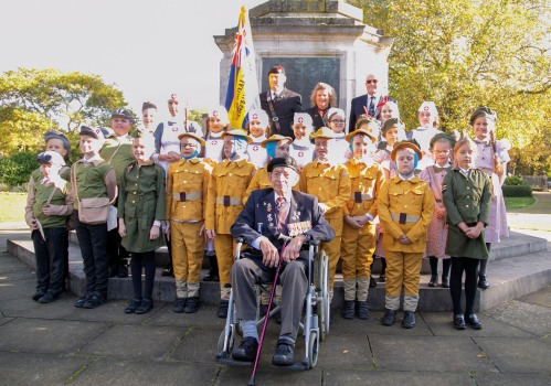 Picture of King's Lynn Jnr School students and RBL veterans.