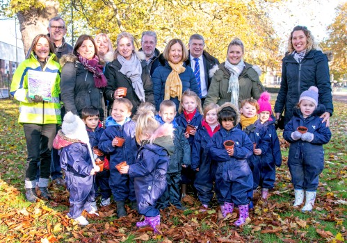 Children & teachers from King's Lynn Nursery School, with Cllr Nockolds, members of King's Lynn Rotary Club and Claire Thompsett who looks after The Walks.