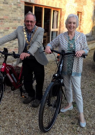 Cllr Geoff & Rose Hipperson with their bikes.
