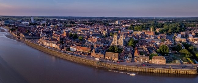Picture of King's Lynn from the sky, overlooking the water.