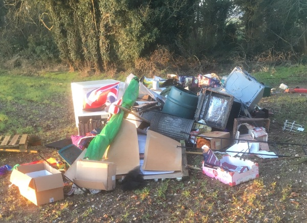 photo of a pile of flytipped waste